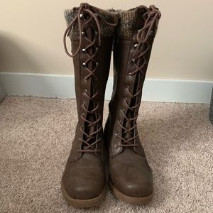 Women's lace up boots NWOT